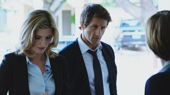 Robbie (Jonathan LaPaglia) and Jane (Viva Bianca) follow a lead