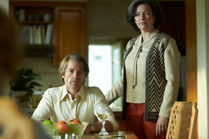 Dick Conigrave (Guy Pearce), Mary-Gert Conigrave (Kerry Fox) in Holding the Man.