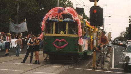 Секс в трамвае в толпе людей